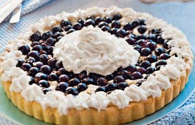 Пирог из песочного теста с ягодами