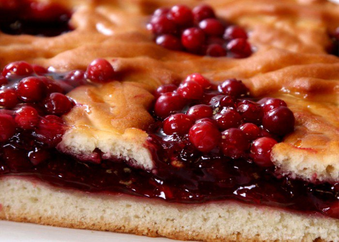 Пирог с целебной брусникой
