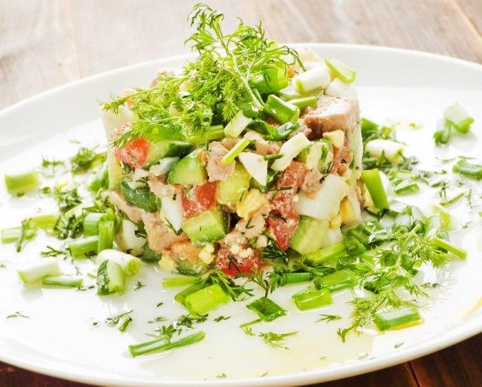 Салат с вареной скумбрией – вкусно, оригинально, полезно