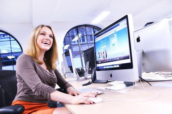 Веб-дизайнер – мастер, создающий сайты и обеспечивающий их нормальную работу
