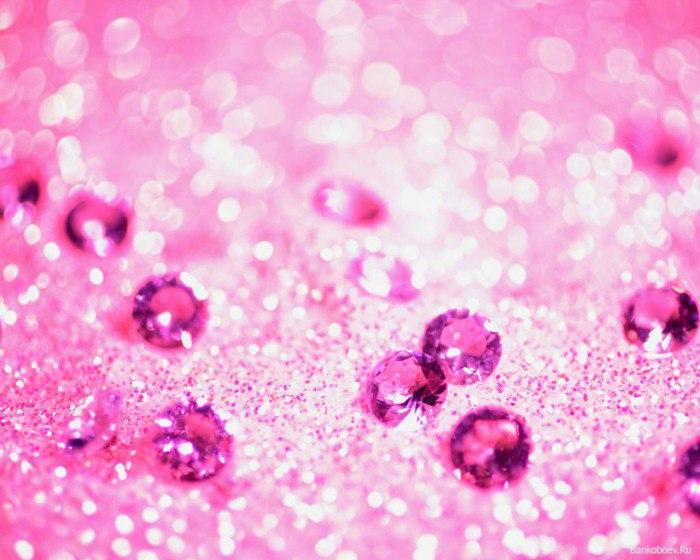 Розовый камень — символ женственности и красоты