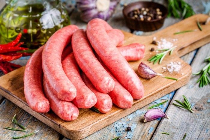 Вкусная еда собственными руками: учимся готовить домашнюю колбасу из курицы