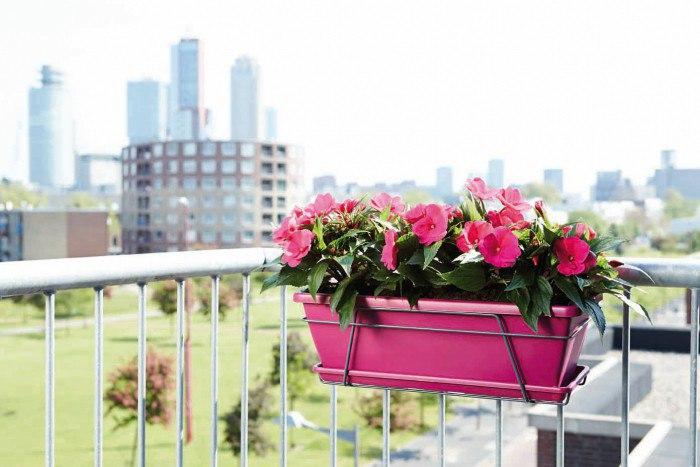 Какими бывают балконные ящики для цветов и как их сделать своими руками?
