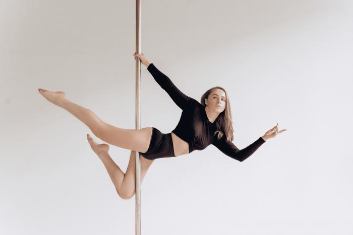 Пол-дэнс: великолепие стриптиза с элементами профессиональной акробатики