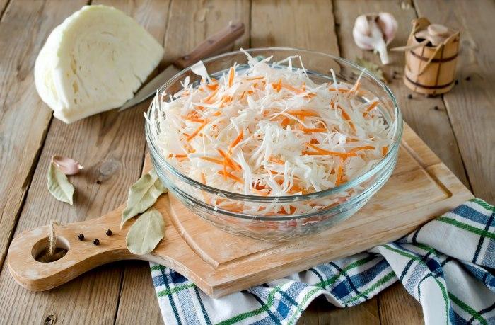 Как засолить капусту вилками на зиму с разными добавками?