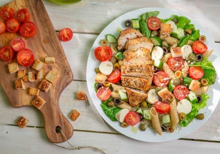 Пополняем меню для юбилея и учимся готовить вкусные салаты