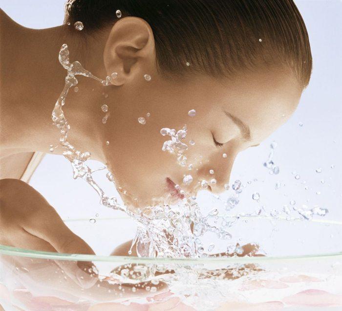 Лечение различных заболеваний при помощи «живой» и «мертвой» воды: правда или миф?