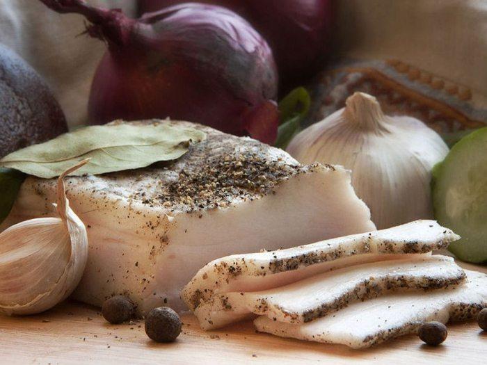 Рецепты приготовления вкусного и ароматного сала с чесноком