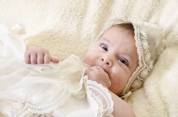 Знакомство с Богом: что дарит крестная на крещение девочки
