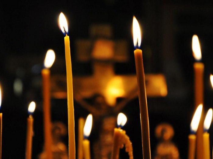 Как правильно ставить свечку за упокой: каноны и традиции