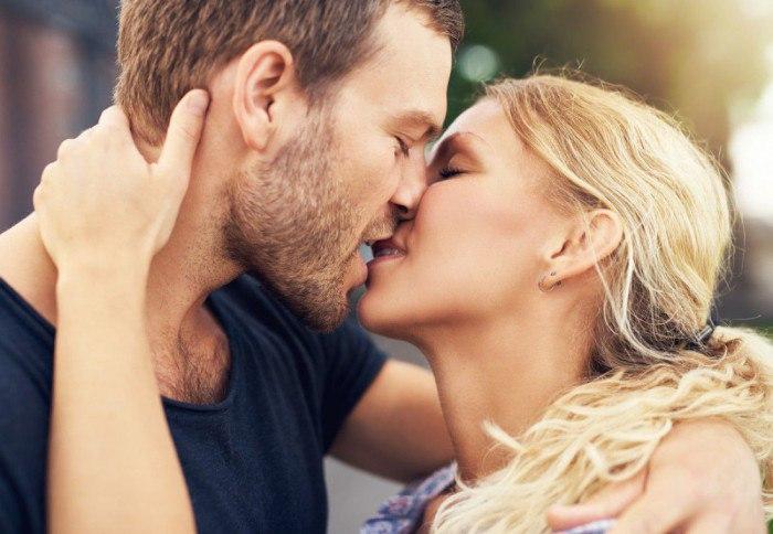 Почему нельзя целоваться с парнем в губы: выясняем основные причины