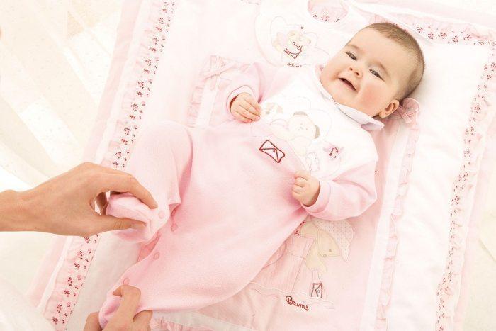 Чем стирать вещи для новорожденных