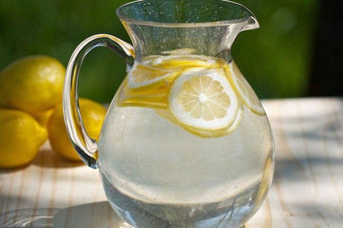 Вода с лимоном натощак: польза и возможный вред