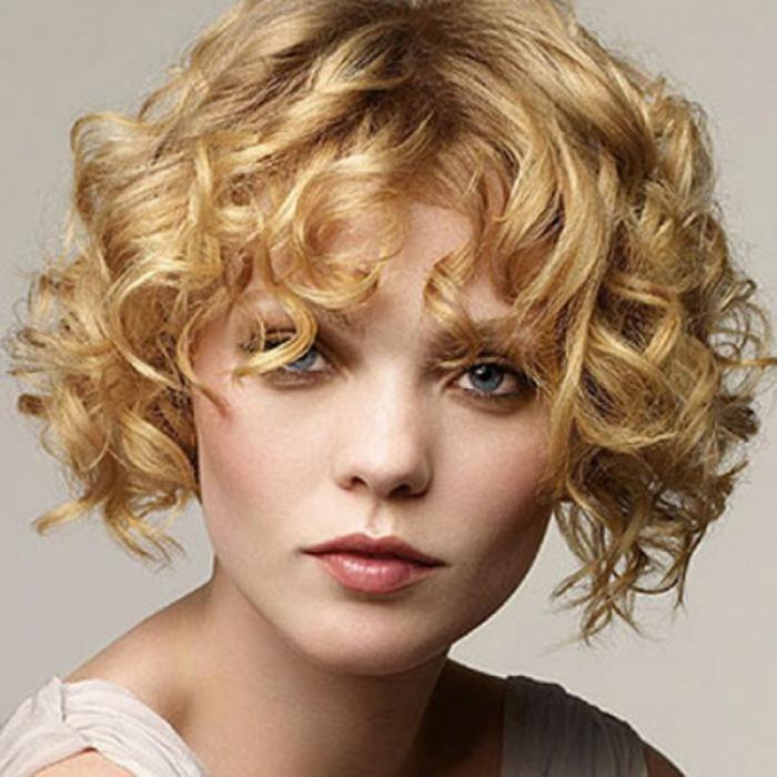 Лучшие стрижки для вьющихся волос