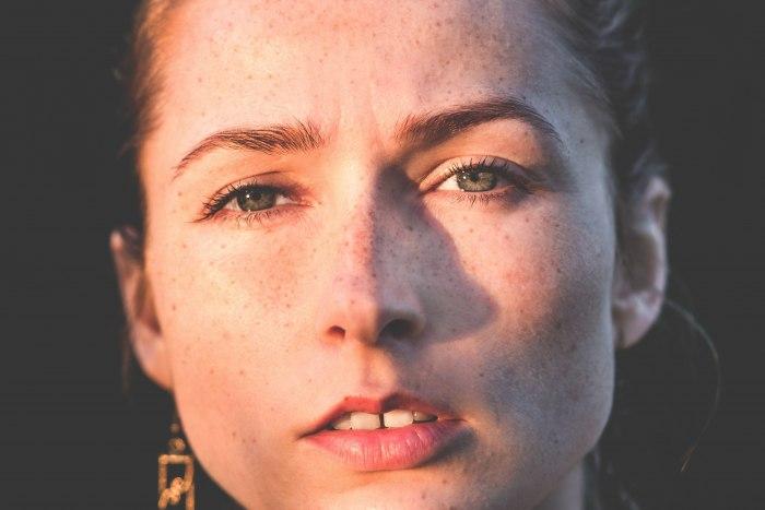 Что означает родинка на носу и можно ли ее удалять?