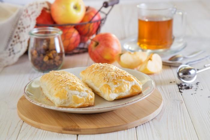 Слойки с яблоками: пошаговые рецепты