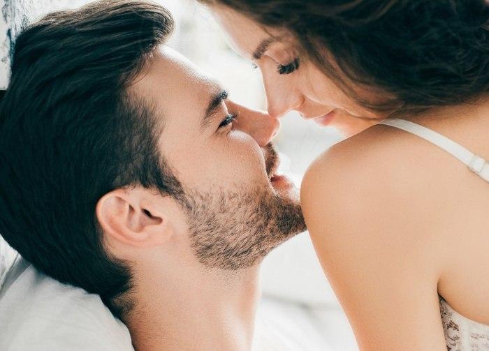 Сексуальное возбуждение у мужчин: как понять, что партнер возбудился