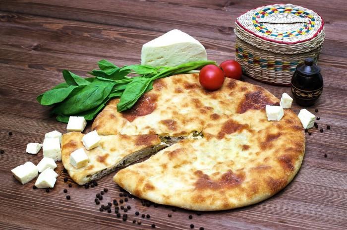Побалуйте себя вкусным и простым пирогом с сыром и зеленью!