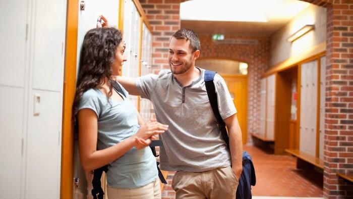 Как начать разговор с парнем и побороть стеснение?
