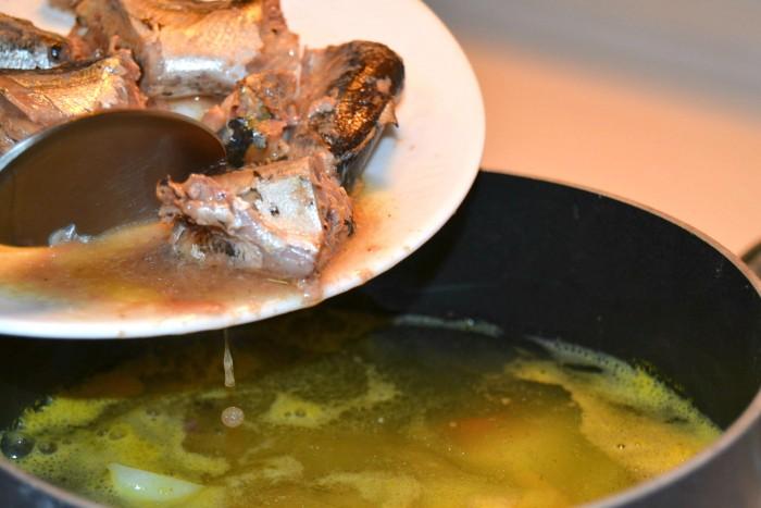 Как приготовить рыбный суп из консервов горбуши, чтобы он был вкусным и питательным