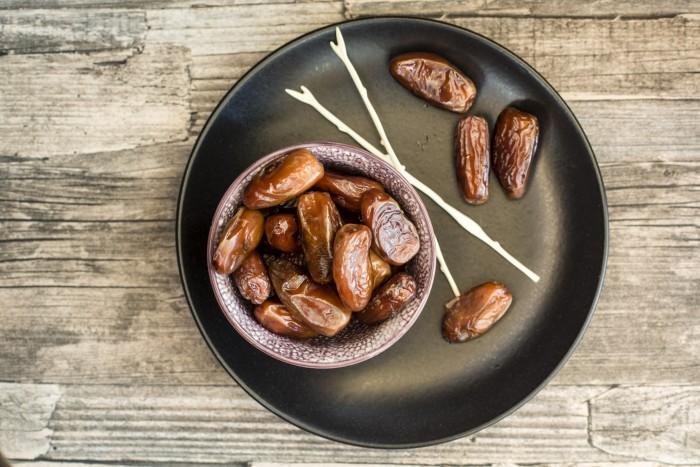 Финики при похудении: как их можно есть и с чем?