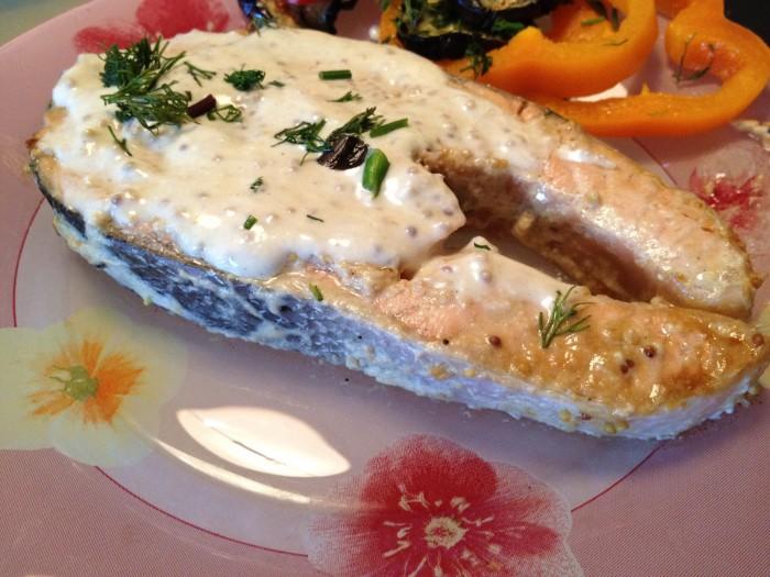 Рыба в сметанном соусе: как приготовить в духовке, на сковороде и в мультиварке