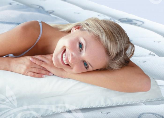 Можно и полезно ли спать на полу?