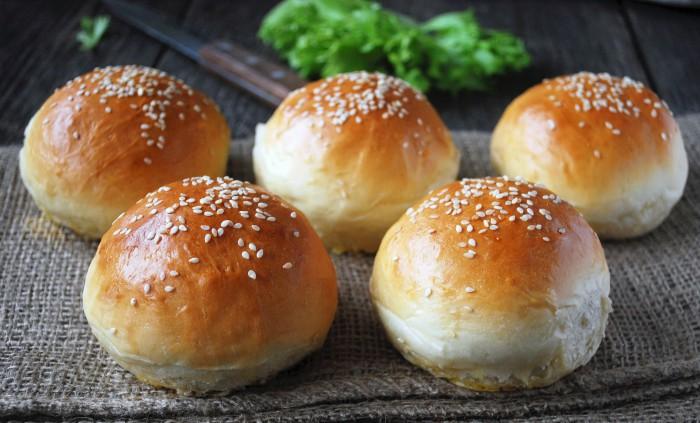 Булочки с кунжутом: как приготовить аппетитный гамбургер или десерт