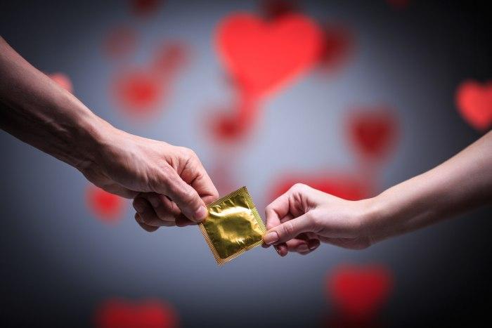Спермицидная смазка в презервативах и гелях: особенности и правила использования